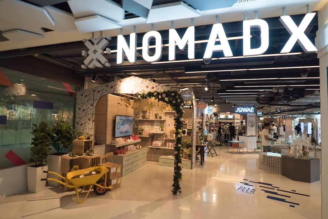 NomadX: Physical Outlets for Online Retailers